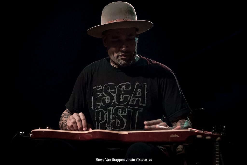 BEN-HARPER-15-STEVE-VAN-STAPPEN-copyright-exclusive-rightlarge1523861578.jpg